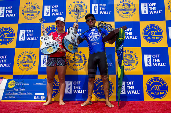 Tyler Wright (AUS) and Filipe Toledo (BRA) are crowned champions of the Vans US Open of Surfing. Image: ASP/Morris