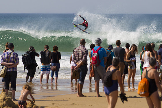 Kolohe Andino (USA) blasting into Round 3 of the Quiksilver Pro France. Image: ASP / Poullenot
