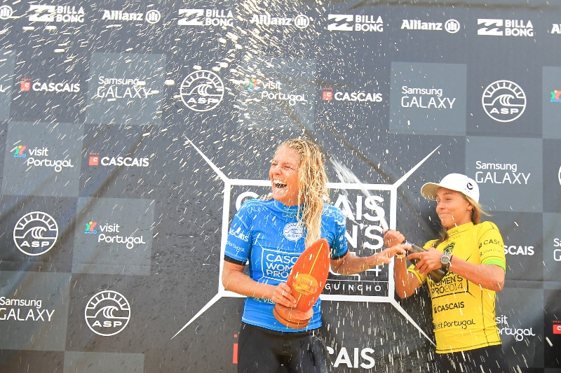 Stephanie Gilmore celebrates her win at the Cascais Women's Pro.Image: ASP / Masurel