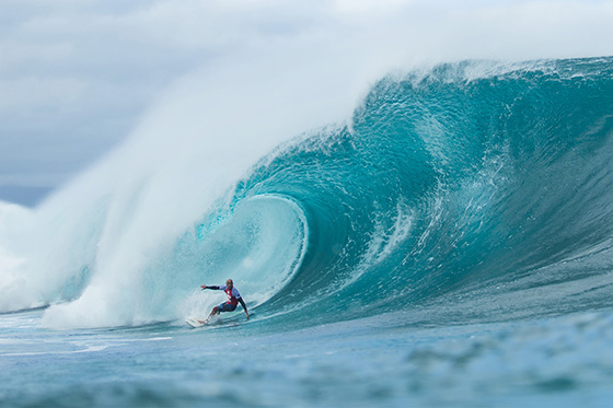 Kelly Slater (USA) dominated his Round 2 heat today, charging his way through to Round 3. Image: ASP / Kelly Cestari